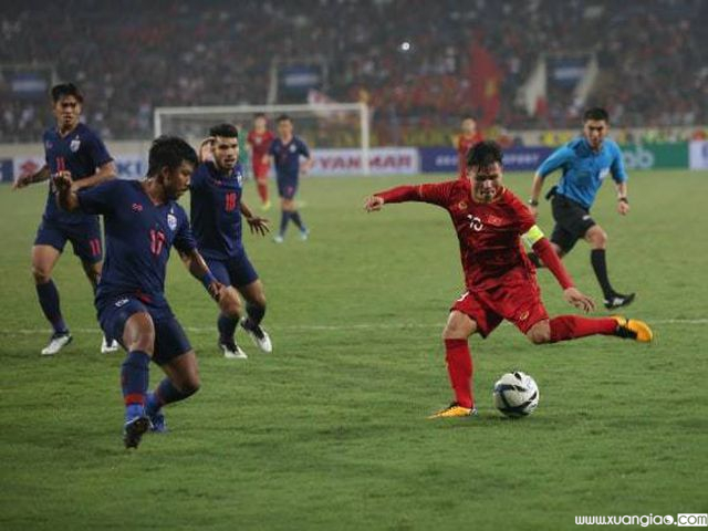 Quang Hải chuyền bóng cho Hoàng Đức ghi bàn