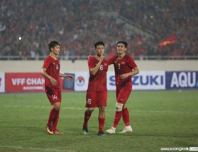 Thành Chung (số 16) ghi bàn thứ ba cho U23 Việt Nam