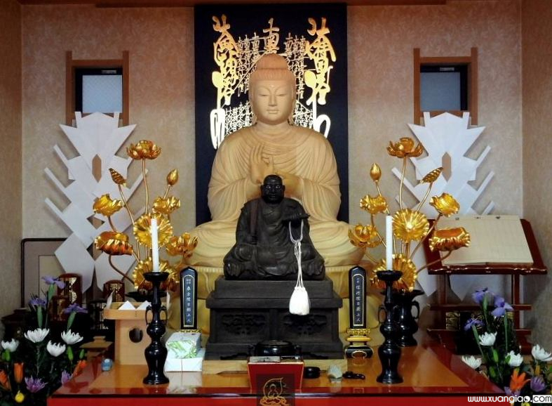 Ban thờ Phật