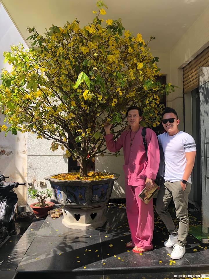 Thành Vinh khoe ảnh chụp cùng bố trong lần về Việt Nam thăm gia đình sau 9 năm sinh sống tại Mỹ.