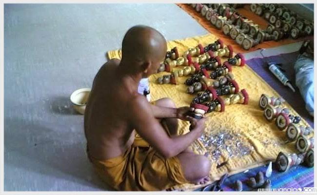 Kumathong thường được các nhà sư phù phép vào tạo nên linh hồn.
