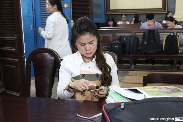 Bà Lê Hoàng Diệp Thảo tố tòa ép mình phải ly hôn với ông Đặng Lê Nguyên Vũ.