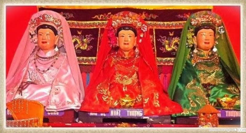 Thờ Mẫu là tập tục có từ lâu đời của nước ta, nhằm tôn vinh những vị nữ thần che chở cho cuộc sống của con người.