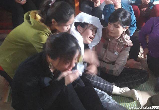Em Linh đau đớn bỏ lỡ kỳ thi để chịu tang bố.