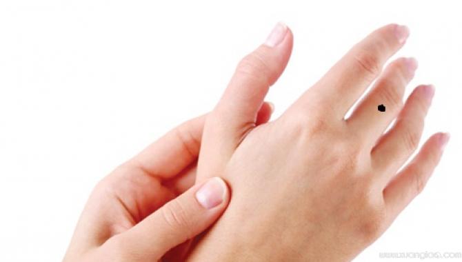 Nốt ruồi trên mu bàn tay là một trong số những nốt ruồi phú quý