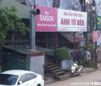 Quán thịt chó Anh Tú Béo trên đường Âu Cơ, Tây Hồ, Hà Nội.