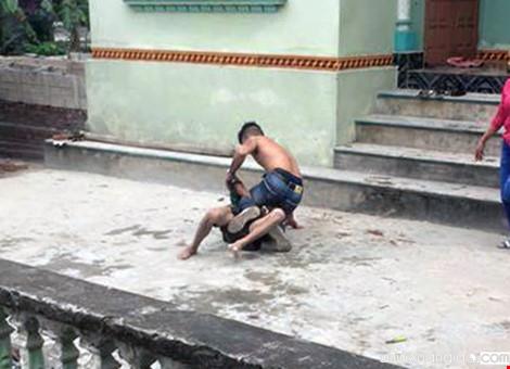 Hình ảnh con trai đánh bố, đánh mẹ chẳng mấy xa lạ nữa
