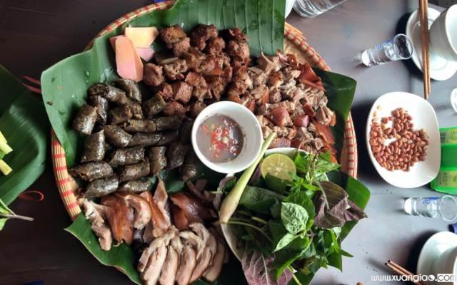 Tuy nhiên, thịt chó cũng được cho là món ăn giải vận xui, nếu ăn vào cuối tháng.
