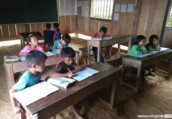 Một lớp điểm lẻ của trường Tiểu học Nậm Manh, cơ sở vật chất vẫn còn khó khăn, lớp phải học ghép khiến chất lượng dạy và học không được đảm bảo.