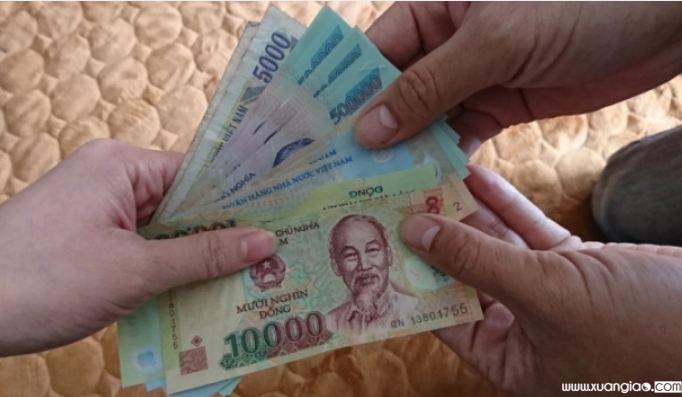 Vợ không đưa tiền cho chồng tiêu Tết