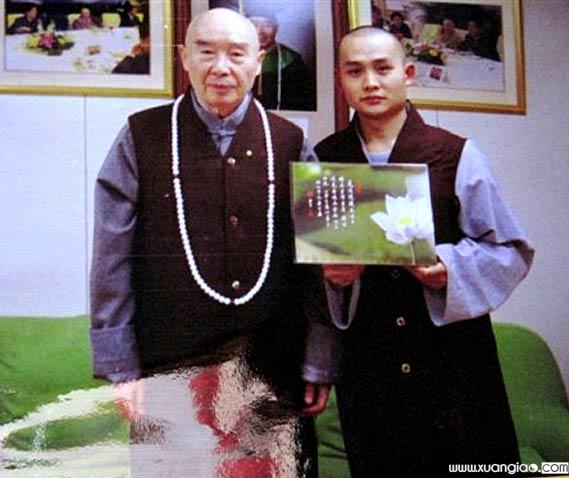 Con trai xuất gia của cư sĩ Hoàng Ngọc Lan cùng hòa thượng Tịnh Không.