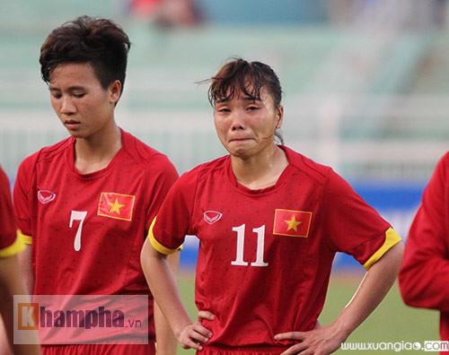 Các cầu thủ nữ luôn chiến đấu hết mình vì màu cờ sắc áo tổ quốc.