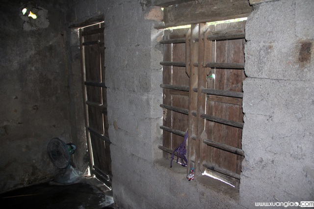 Căn nhà của gia đình Ngọc vốn là nhà của ông bà nội để lại, chật chội, xuống cấp thấy rõ