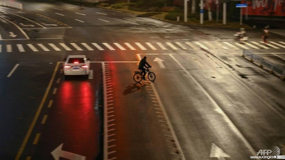 Hình ảnh 'âm binh' xuất hiện tại một con đường vắng