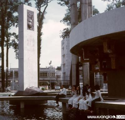 Hồ Con Rùa năm 1972, lúc còn con rùa bằng đồng ở giữa.Ảnh tư liệu.