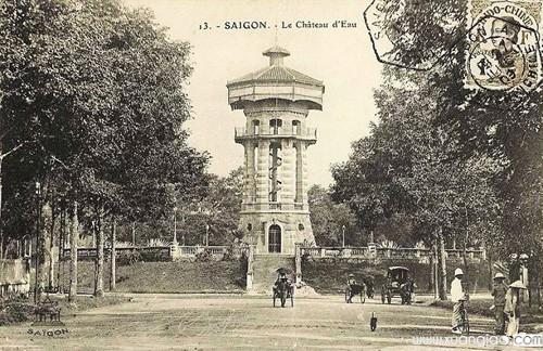 Tượng đài do người Phápxây dựngđầu thế kỷ 20ở vị trí Hồ Con Rùa ngày nay.Ảnh tư liệu.
