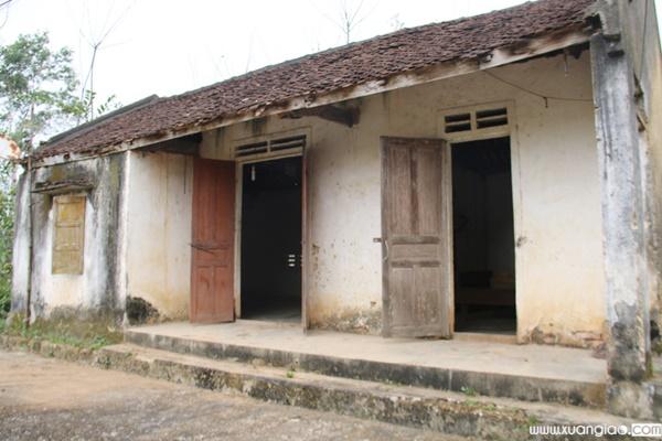 Căn nhà cũ dột nát mà Xuân Mạnh từng ở.