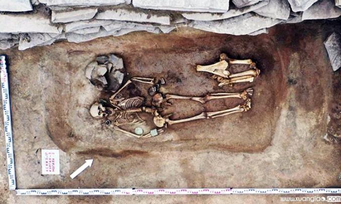 Hài cốt người phụ nữ trong ngôi mộ gần 3.000 năm. Ảnh: Viện Khảo cổ và Dân tộc học Novosibirsk